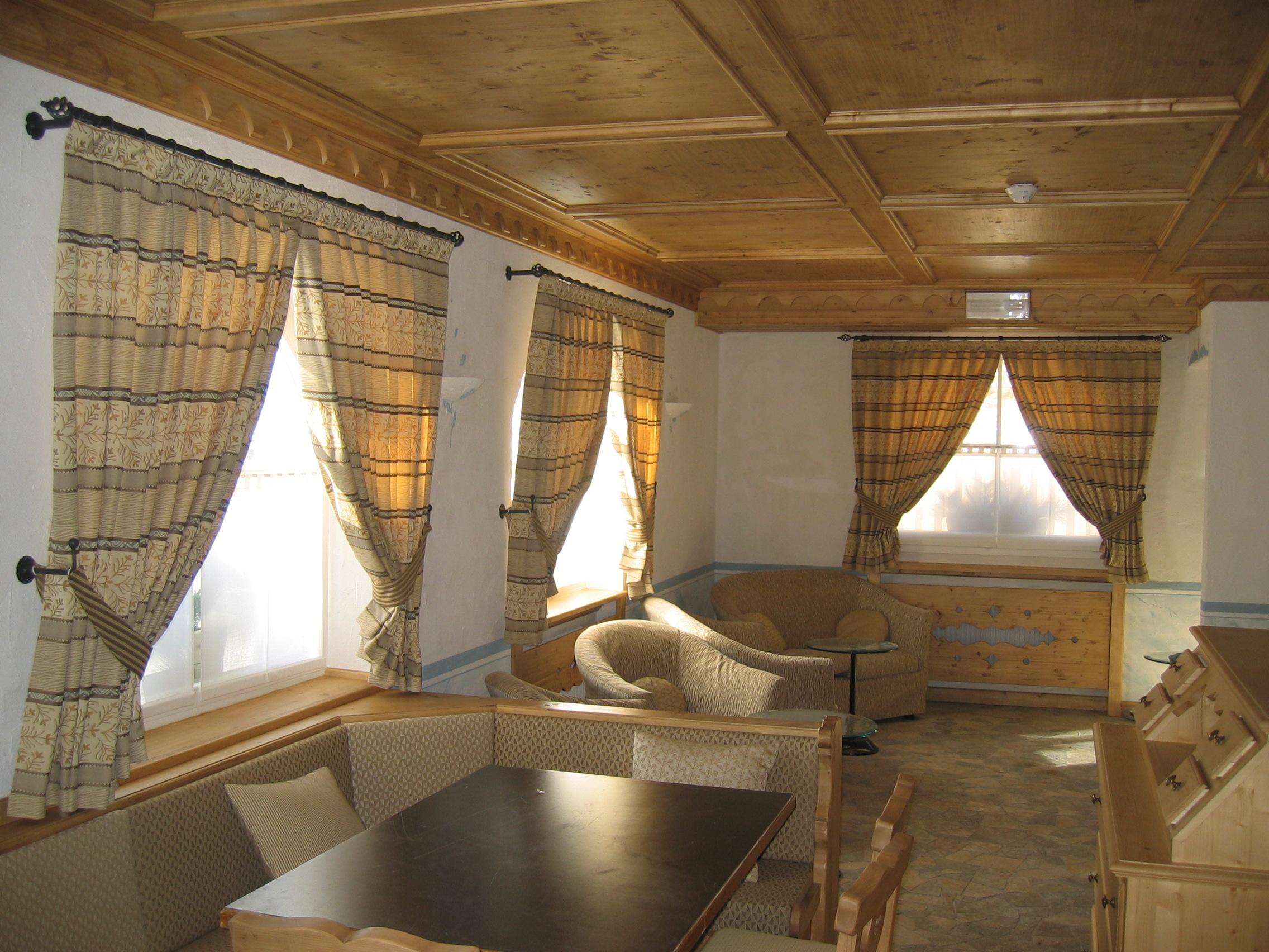 Tende per interno cdm design casa della mantovana - Tende casa montagna ...